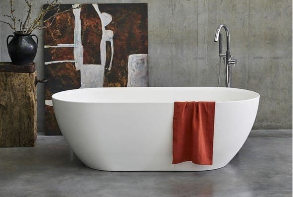 A Formoso grande flat-top freestanding bath.